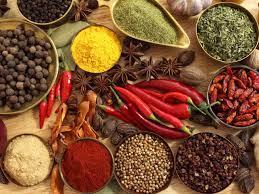 寒い冬は唐辛子などの香辛料の効いた食事をしたくなりますが、赤ら顔を気にされている方には逆効果。 唐辛子やコショウなどの香辛料のたくさん効いた食事は控えることが大事です。 香辛料は血管を拡張させやすいからです。 気になる方はほどほどに!!